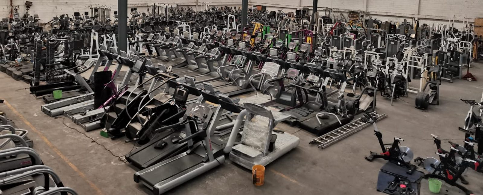 Equipo y aparatos de gimnasio